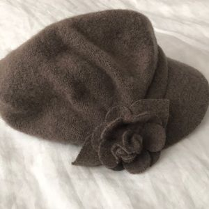 Very cute wool hat. With dainty wool flower.